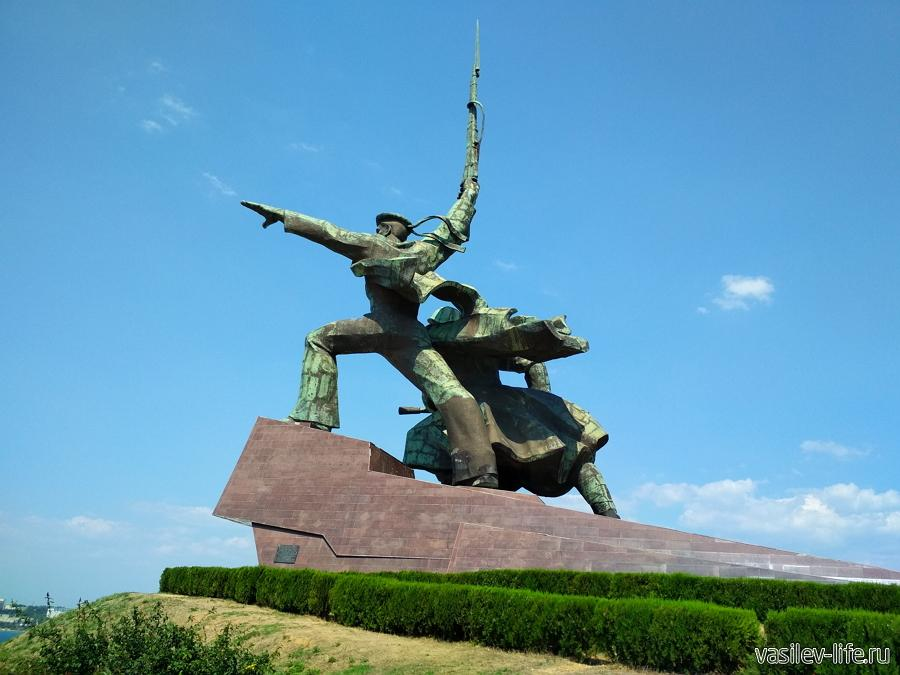 Памятник солдату и матросу в Севастополе