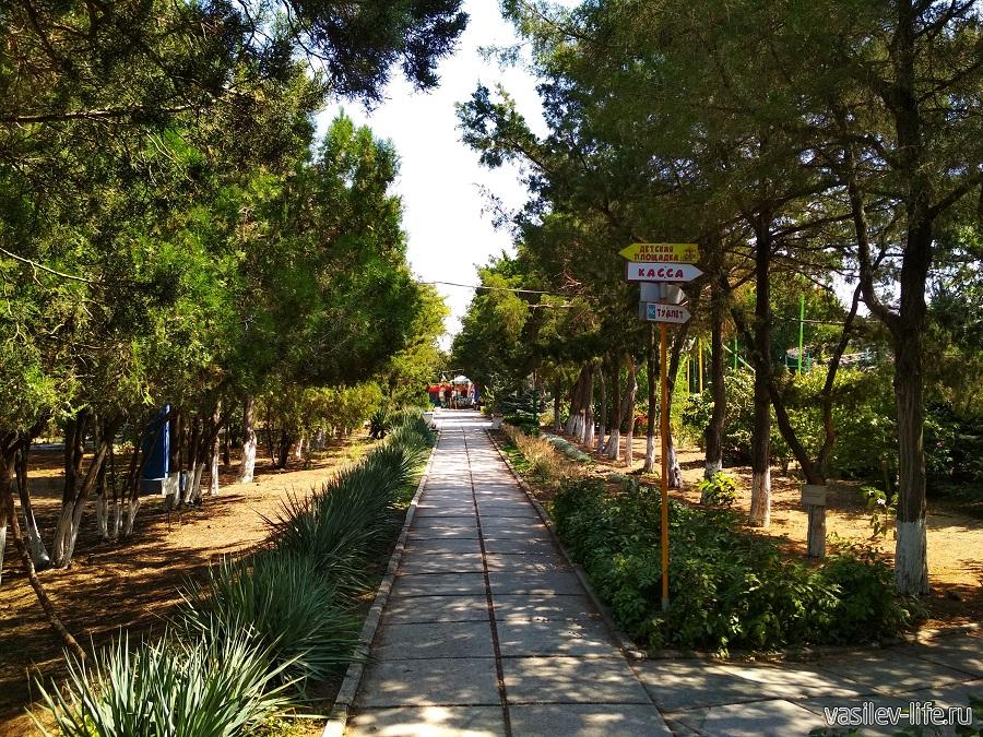 Парк аттракционов в дендрарии Евпатории (2)