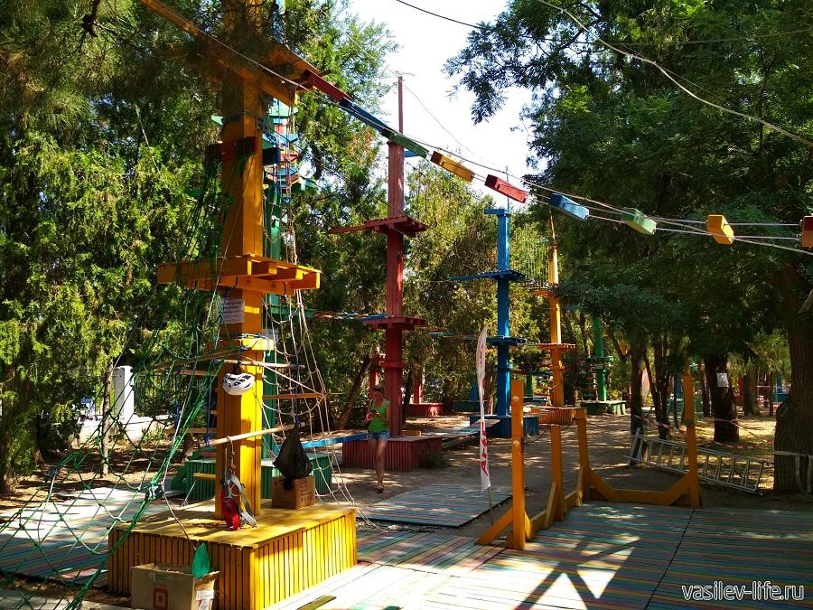 Парк аттракционов в дендрарии Евпатории