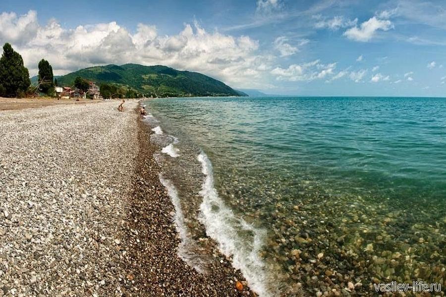 Пляжи Гудауты в сентябре