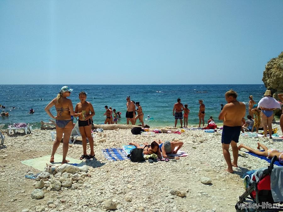 Пляж «Голубая бухта» в Севастополе (11)