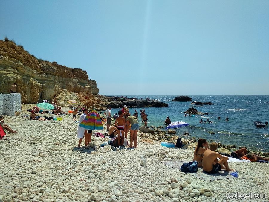 Пляж «Голубая бухта» в Севастополе (13)