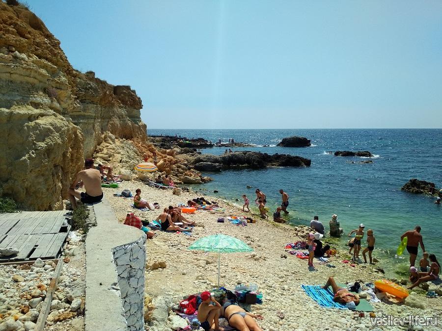 Пляж «Голубая бухта» в Севастополе (14)