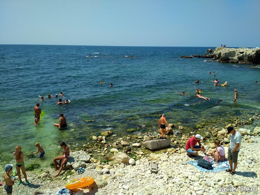 Пляж «Голубая бухта» в Севастополе (15)