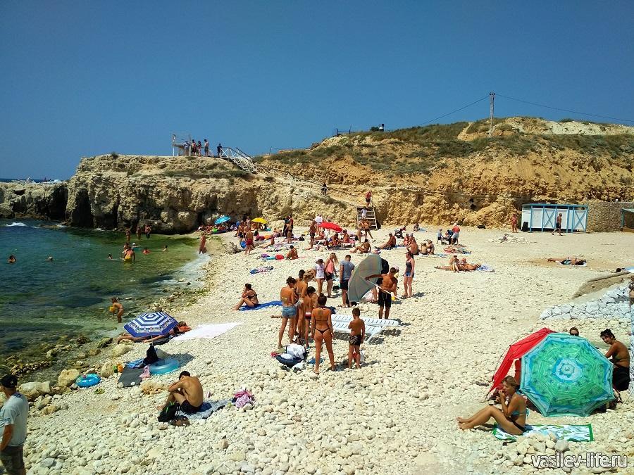 Пляж «Голубая бухта» в Севастополе (16)