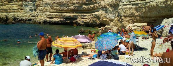 Пляж «Голубая бухта» в Севастополе (5)