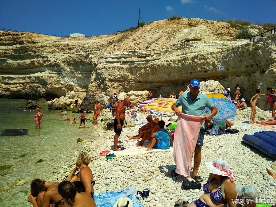 Пляж «Голубая бухта» в Севастополе (7)