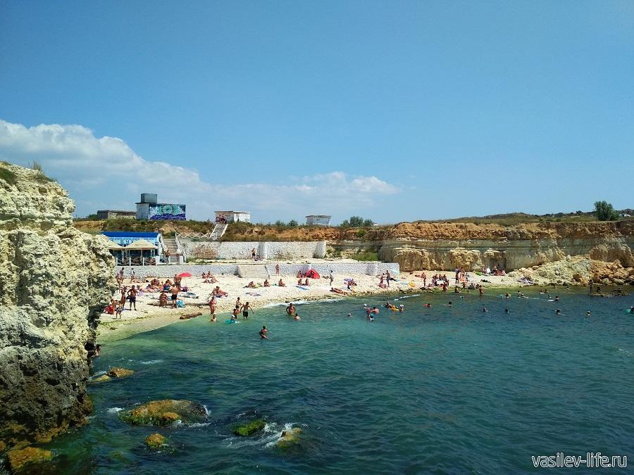 Пляж «Голубая бухта» в Севастополе (8)