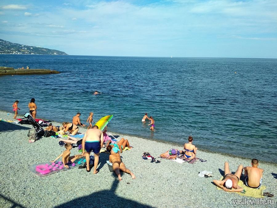 Пляж «Дельфин» в Ялте (7)