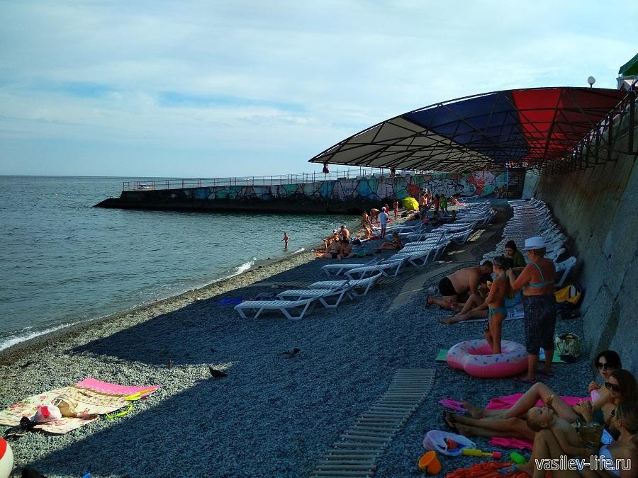 Пляж «Дельфин» в Ялте (9)