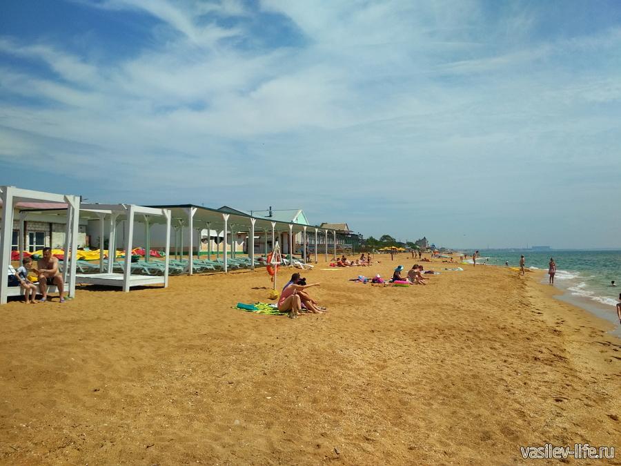 Пляж Золотые пески, шатры