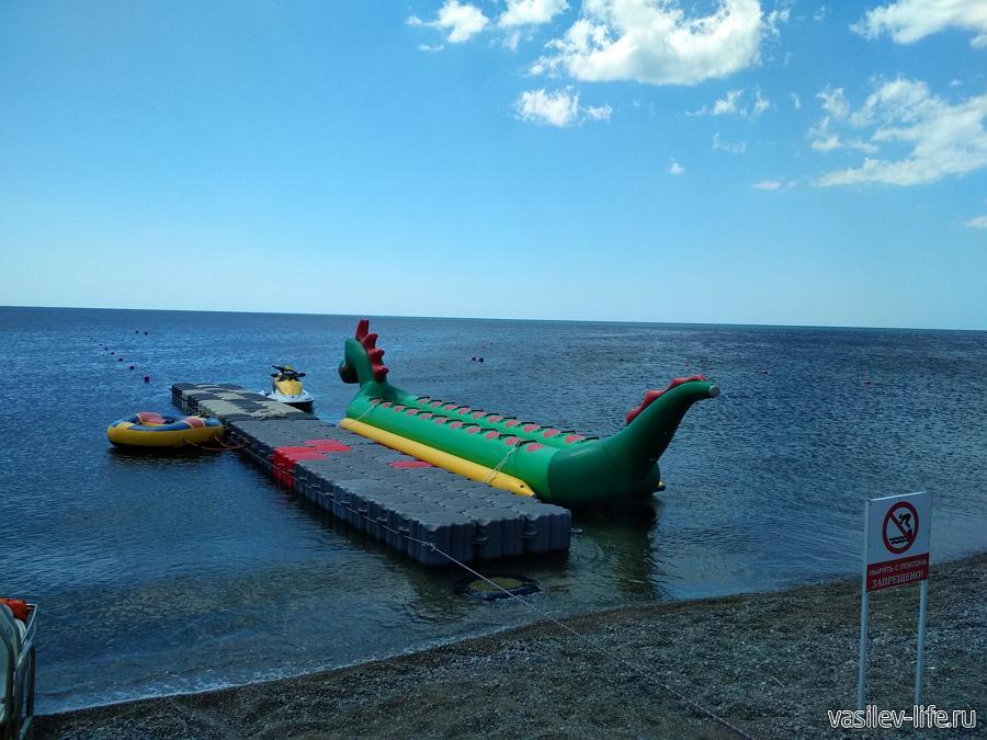 Пляж Маями в Судаке за мысом Алчак-Кая, банан