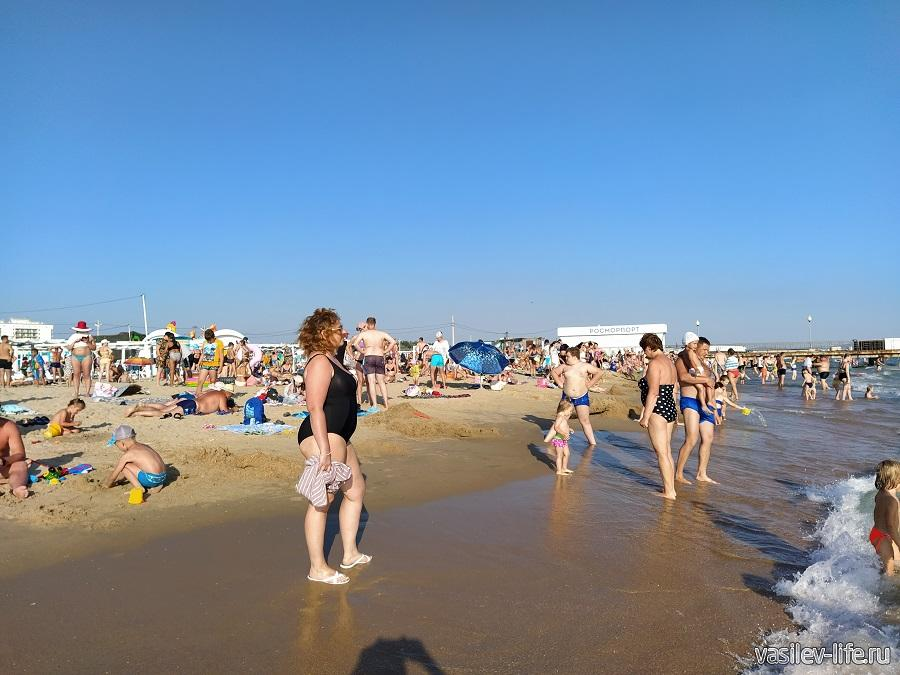 Пляж в Витязево в конце июня