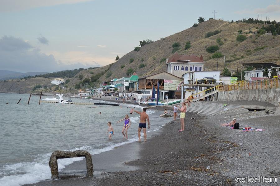 Пляж в Морском (Крым)