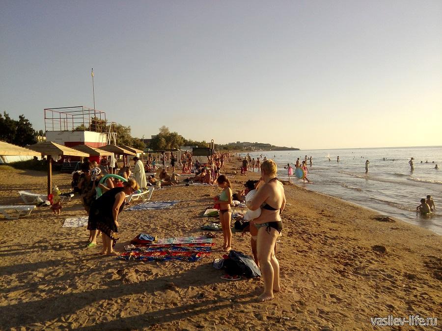 Пляж в Щелкино (Крым)