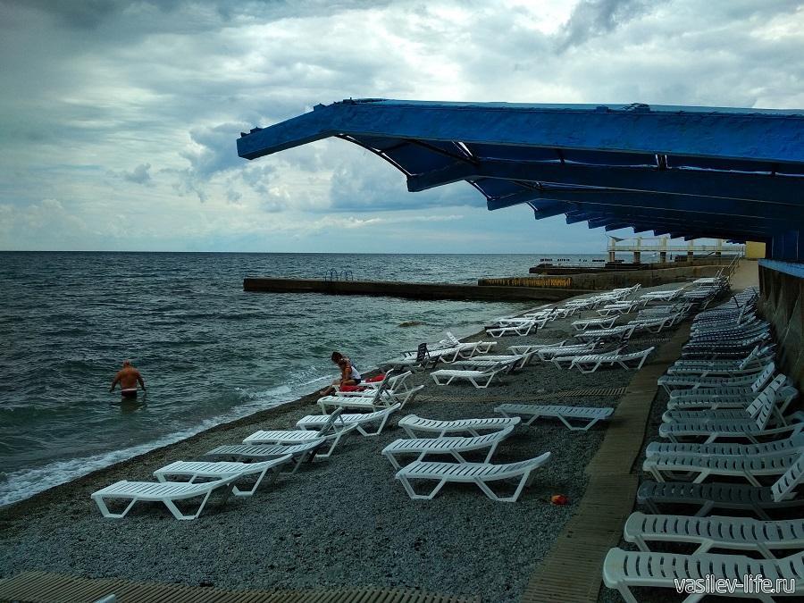 Пляж санатория «Ай-Даниль» в окрестностях Ялты (11)
