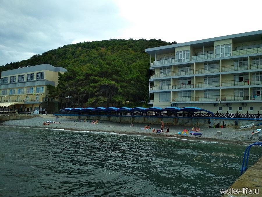 Пляж санатория «Ай-Даниль» в окрестностях Ялты (12)
