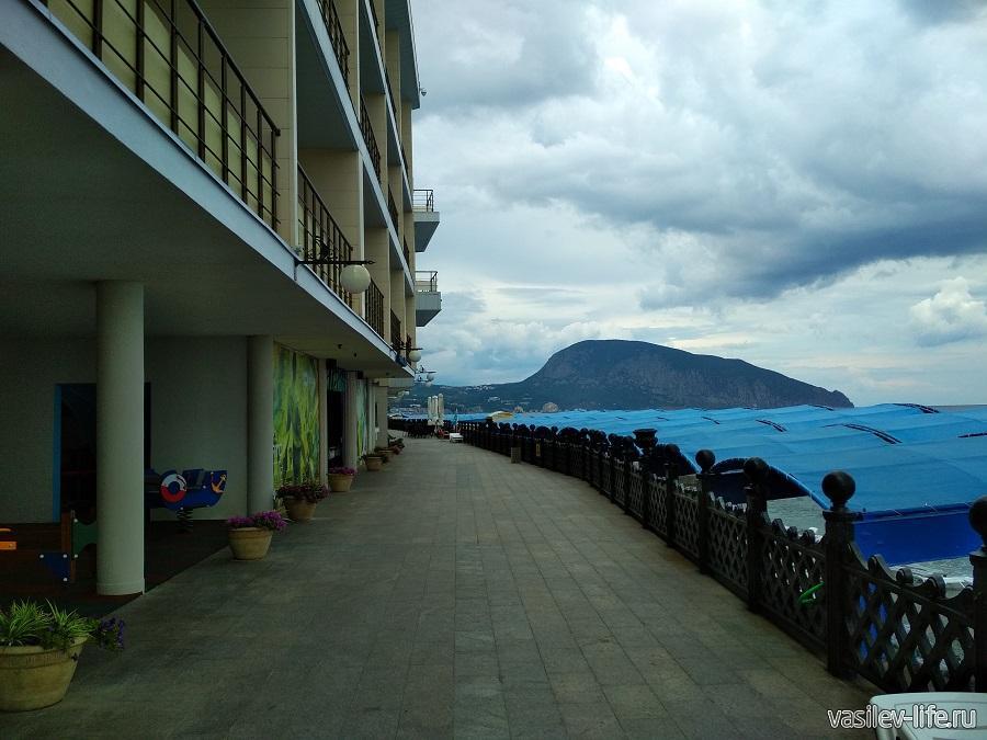 Пляж санатория «Ай-Даниль» в окрестностях Ялты (15)