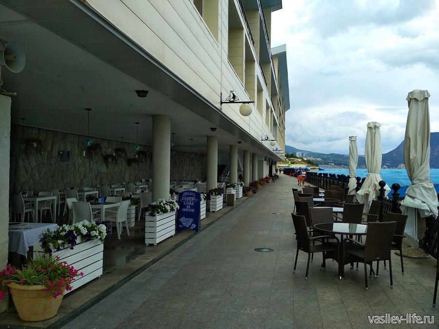 Пляж санатория «Ай-Даниль» в окрестностях Ялты (16)