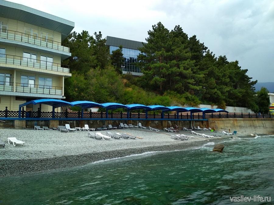 Пляж санатория «Ай-Даниль» в окрестностях Ялты (6)