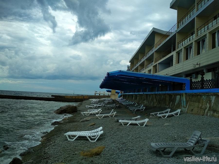 Пляж санатория «Ай-Даниль» в окрестностях Ялты (8)