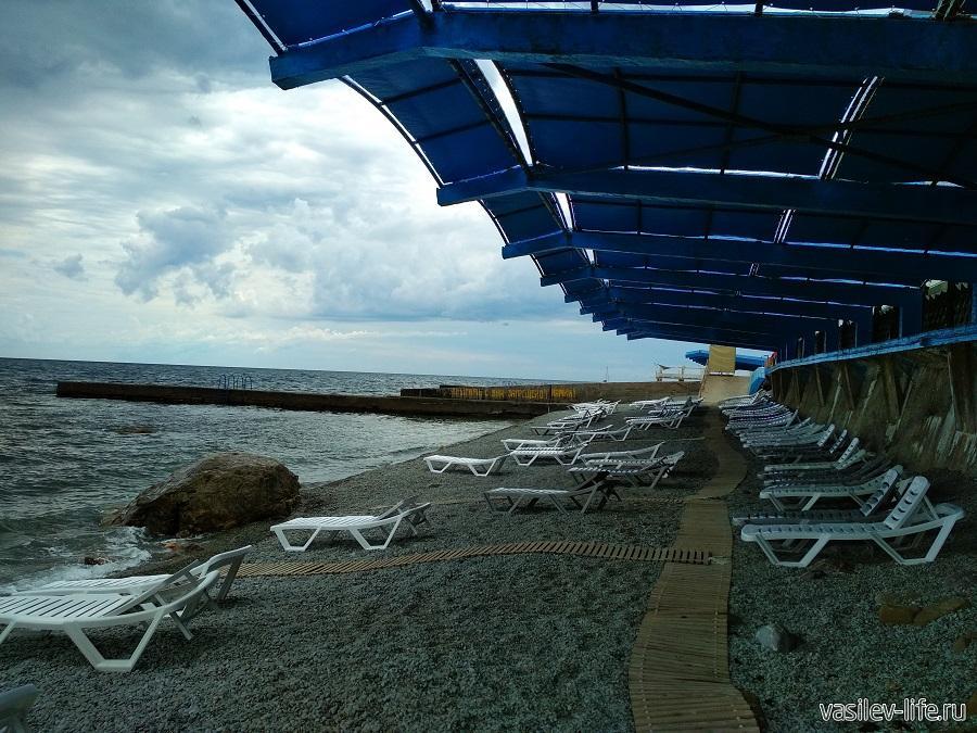 Пляж санатория «Ай-Даниль» в окрестностях Ялты (9)