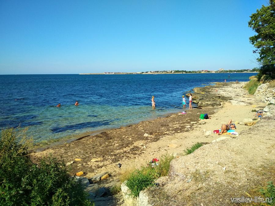 Пляж у маяка в Черноморском
