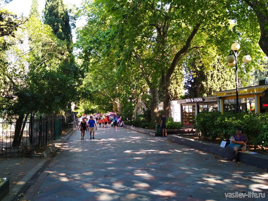 Пушкинская пешеходная улица Ялты