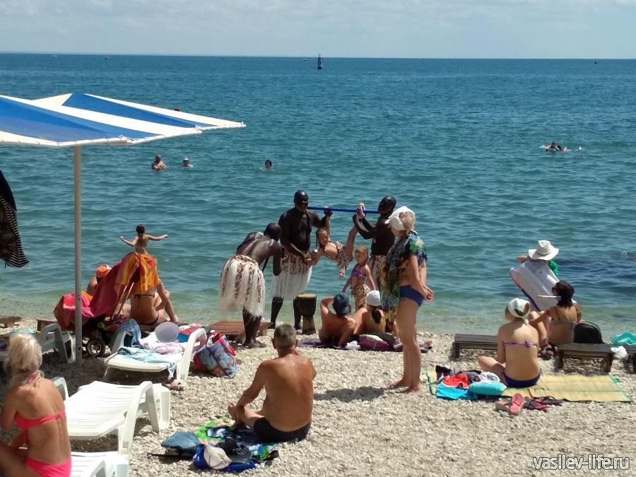 Развлечения на пляже Камешки в Феодосии