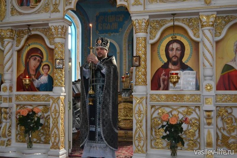 Свято-Ильинский храм, Саки (внутри)