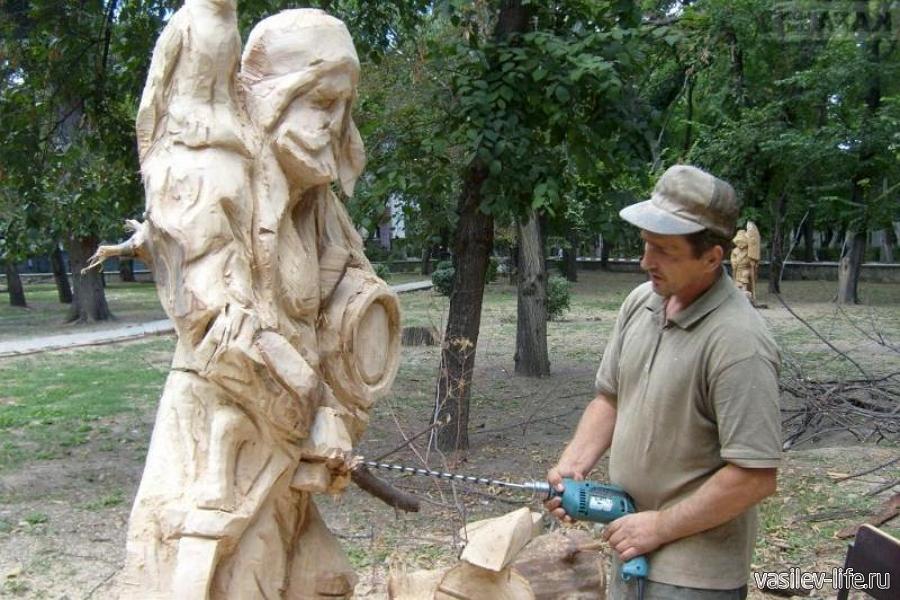 Скульптуры в Морсаде из дерева