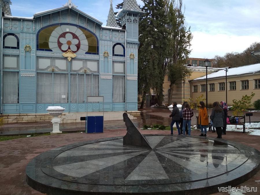 Галерея Лермонтова в Пятигорске, Солнечные часы