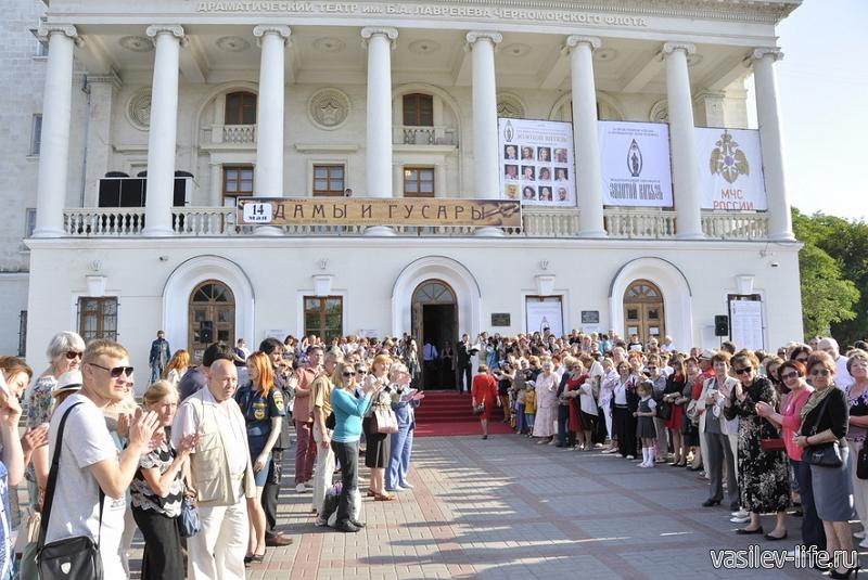 Театр имени Лавренева (на руинах Херсонеса)