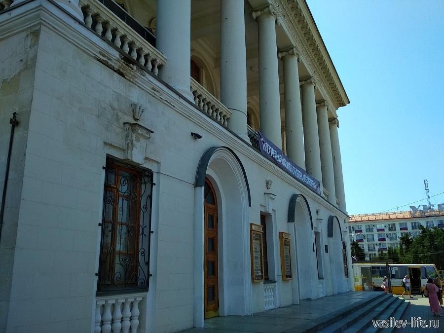 Театр Лавренева в Севастополе (2)