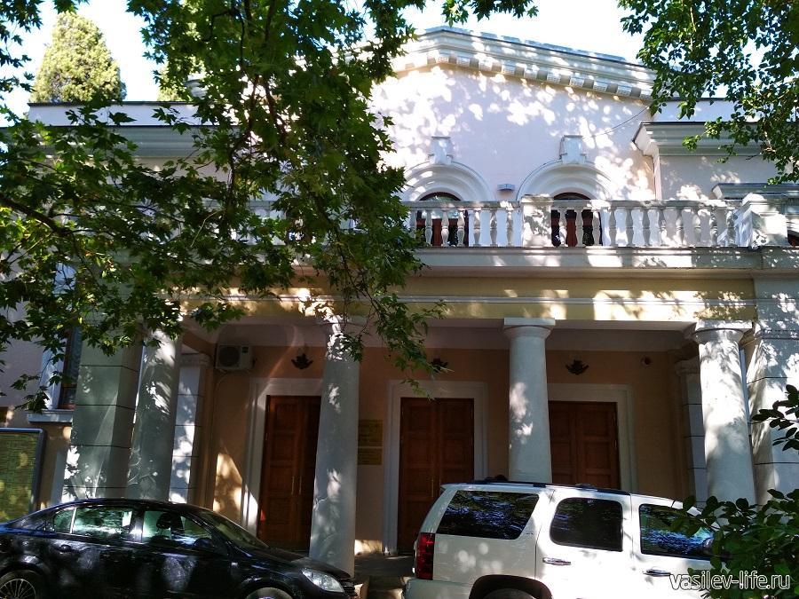 Театр им. Чехова в Ялте (2)