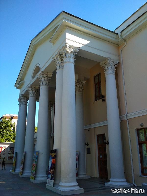 Театр им. Чехова в Ялте (4)