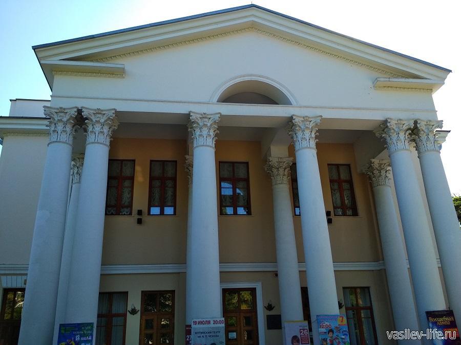 Театр им. Чехова в Ялте (6)