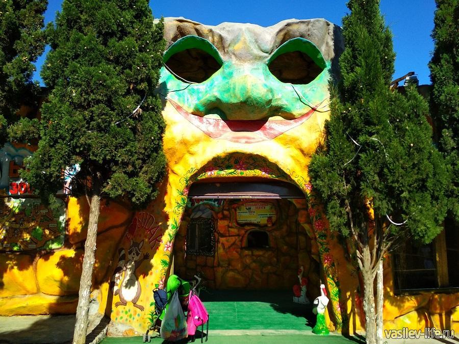 Трогательный зоопарк в Судаке (Кипарисовая аллея)