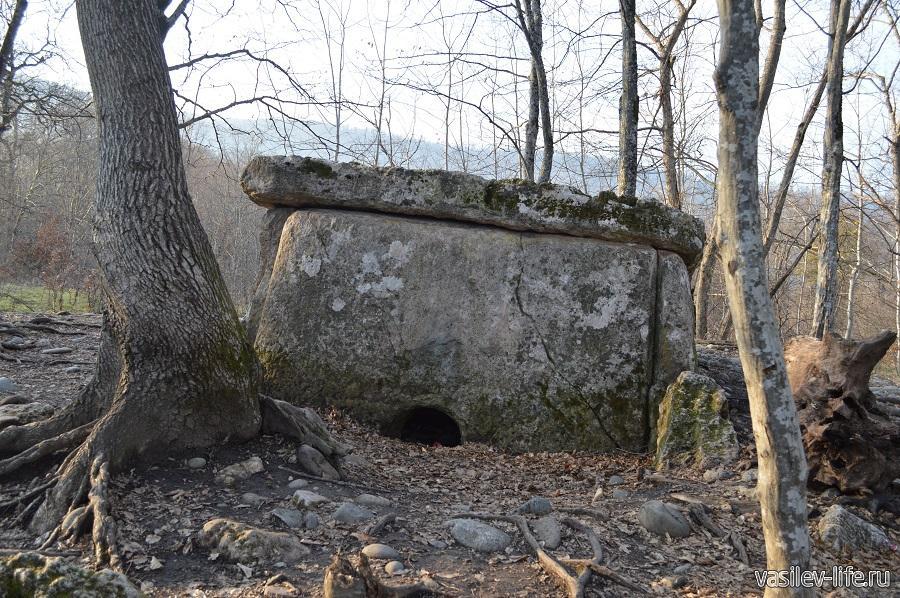 Хаджохский дольмен в Каменномостском (Адыгея) (5)