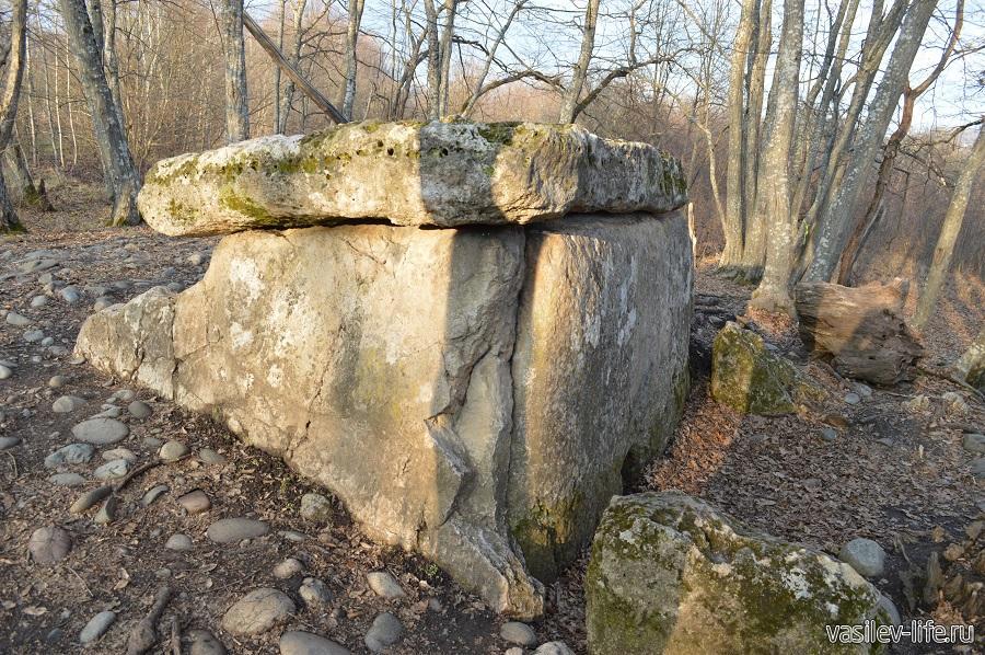 Хаджохский дольмен в Каменномостском (Адыгея) (6)