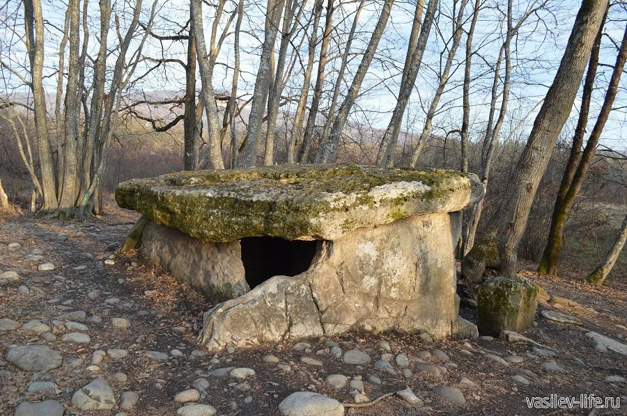Хаджохский дольмен в Каменномостском (Адыгея) (7)