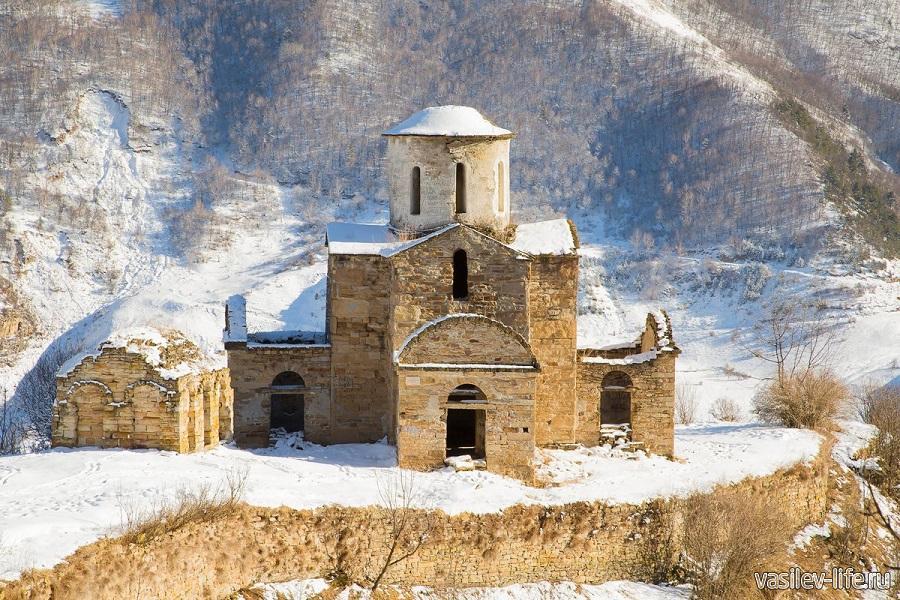 Храм в Домбае