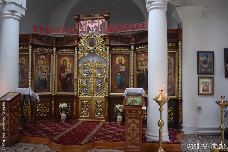 Храм 12 апостолов внутри