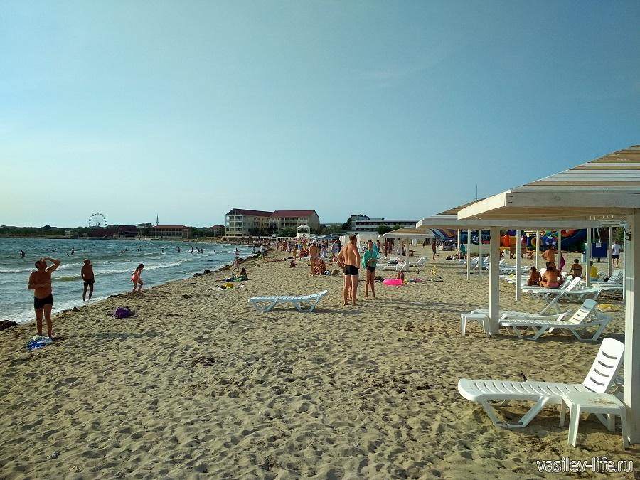 Центральный пляж в Межводном