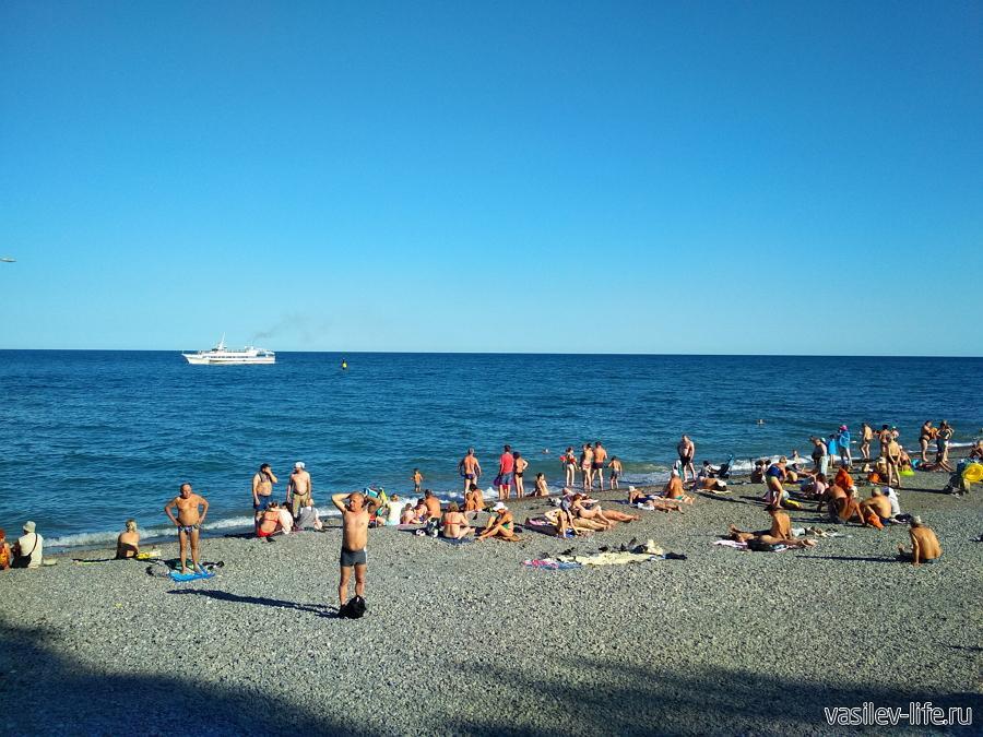 Ялтинский городской пляж (возле сквера Калинина)