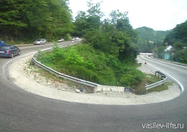 Дорога Джубга - Лазаревское, вот такие там виражи