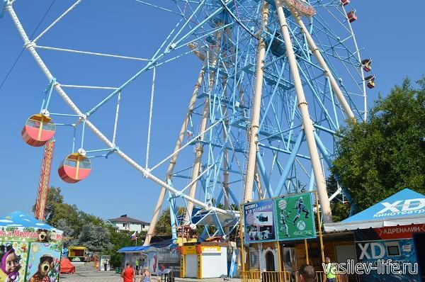 Колесо-обозрения-в-Лазаревском-высота-85-метров