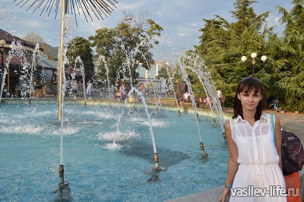 Лазаревское-фонтан-возле-центра-национальных-культур