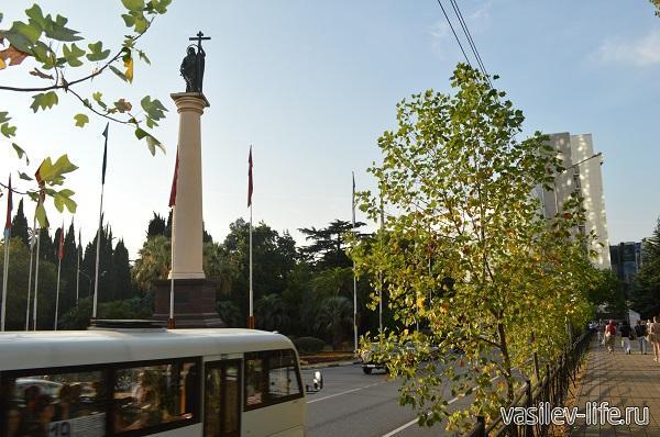 Памятник-архангелу-в-Сочи