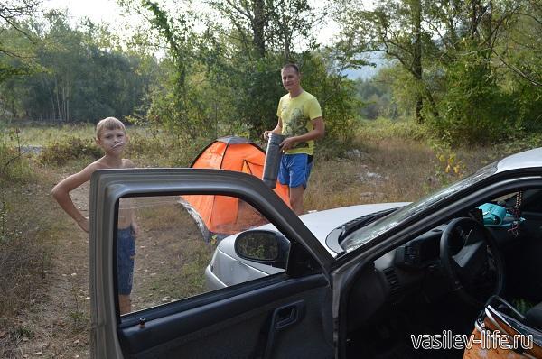 Чтобы не платить за ночь в кемпинге, мы ночевали в лесу